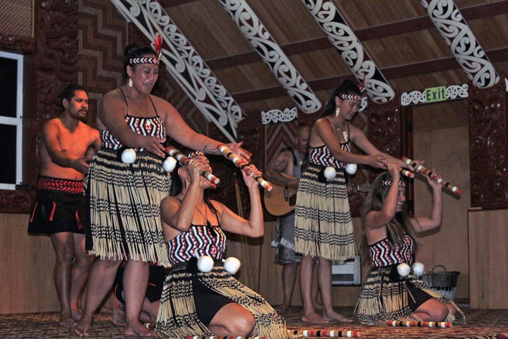 Een haka voorstelling in Nieuw-Zeeland